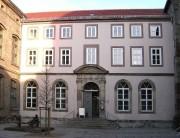 1280px-Göttingen-Kollegienhaus.01_gross